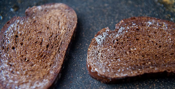 Beet-Salad_avocado-spread_pumpernickel-crostini_Tosted-with-butter