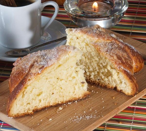 Pan-de-muerto_delicious-buttery-crumb!