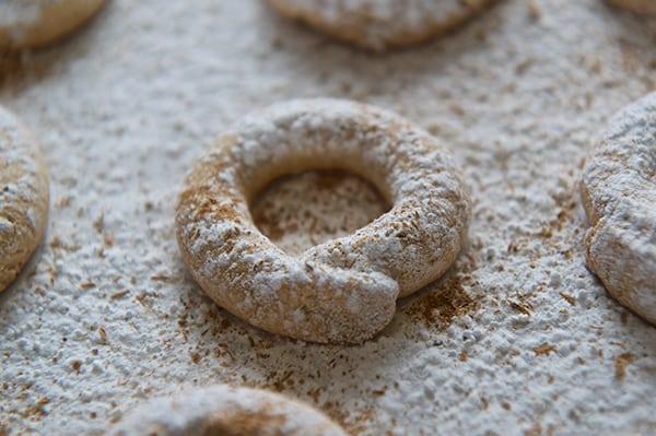 Corn-flour-cookies_powder-sugar
