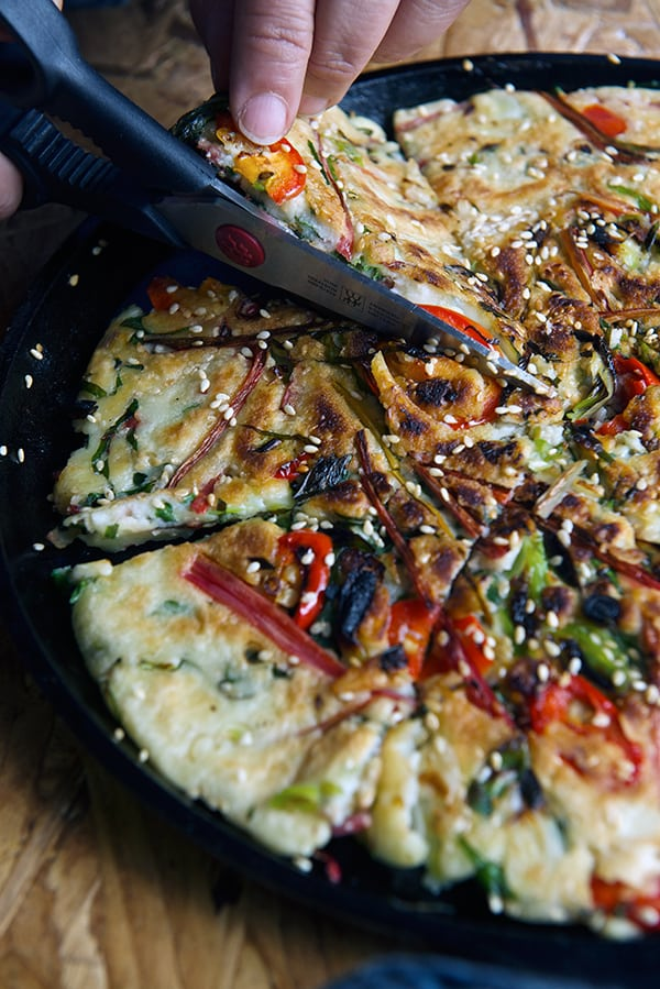 Rainbowchard-Korean-Pancakes-cutting-the-pancake~Yes,-more-please!