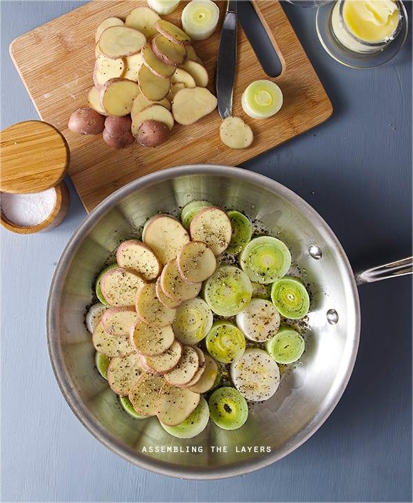 Leek,-potatoe-goatcheese-Assambling-tarte-tartin
