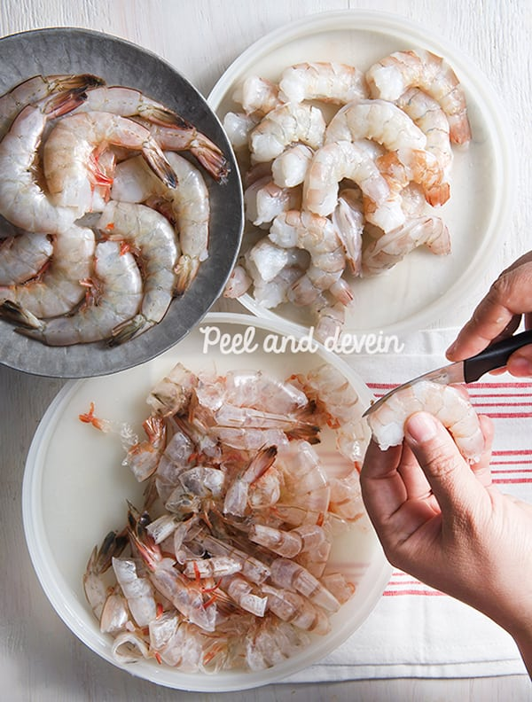 Mexican-Shrimp-Cocktail_peel-and-devein-the-shrimp
