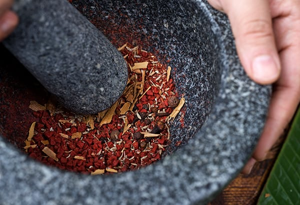 Cochinita-Pibil-Yucatan-Style_grinding-the-spices