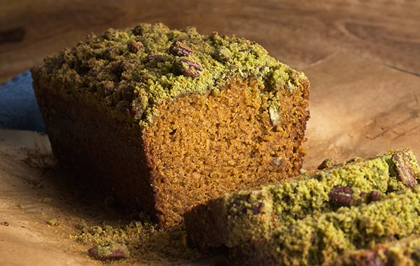 PUMPKIN-BREAD-with-MATCHA-STREUSEL_slices