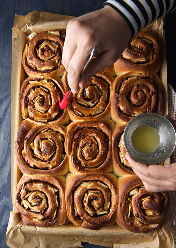 Apple-Cinnamon-Rolls_out-of-the-oven_butter-immediately!