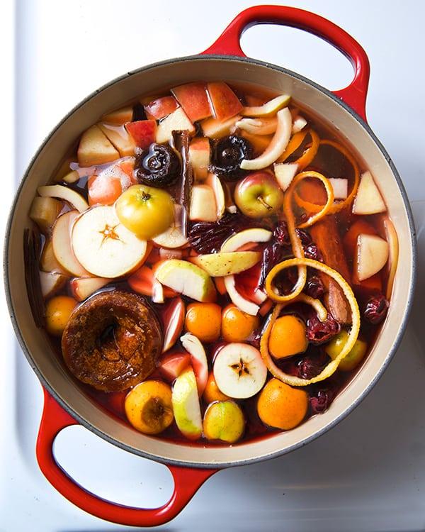 Ponche-de-Frutas-Warm-Fruit-Punch-The-simmering-pot