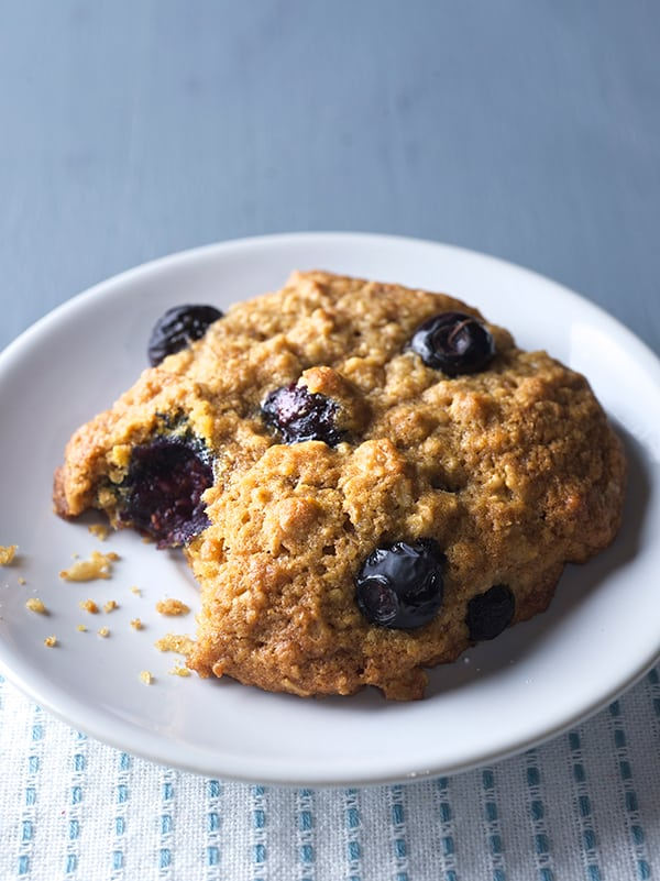 Oatmeal-Bluberry-Lemon-Breakfast-Cookies_Bite,-smile,-inhale-blueberry-goodness,-share-and-enjoy!