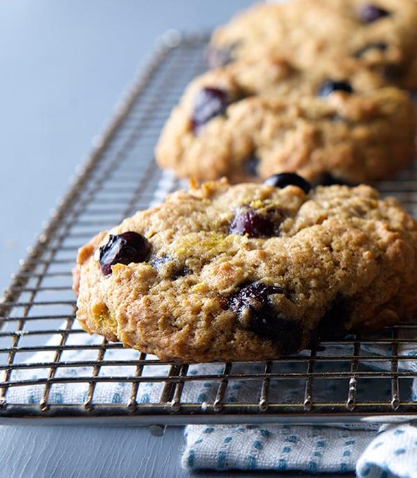 Oatmeal-Blueberry-Lemon-Breakfast-Cookies_cooling-rack