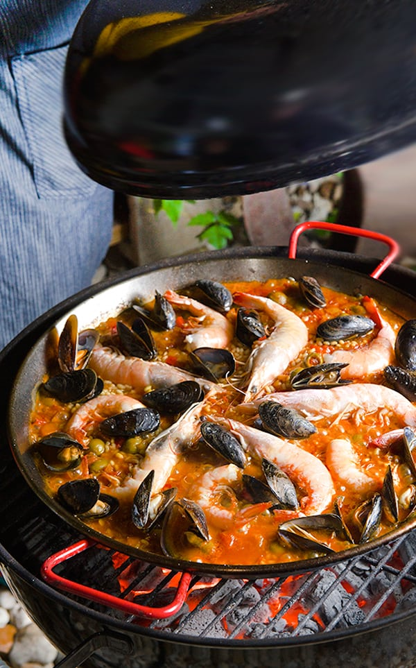 Grilled-Sea-food-Paella-Valenciana_-Step-by-step_on-the-grill_Yes,-more-please!