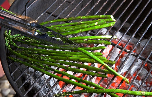 Grilled-Sea-food-Paella-Valenciana_grilling-asparagus