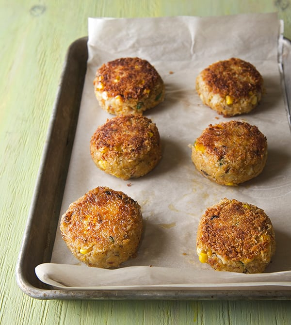 Sweet-Corn-Crab-Cakes-with-Saffron-Aioli_out-of-the-oven-crab-cakes