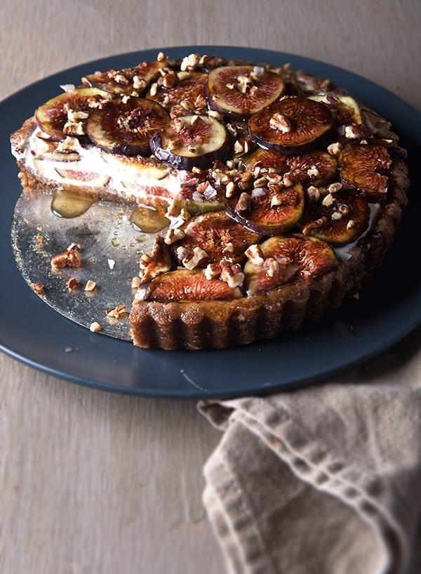 Summer-Fig-Tart_Fresh-figs,-Kefir-Cheese,-Dates,-Pecans-Gluten-free-crust,-free-bake-tart