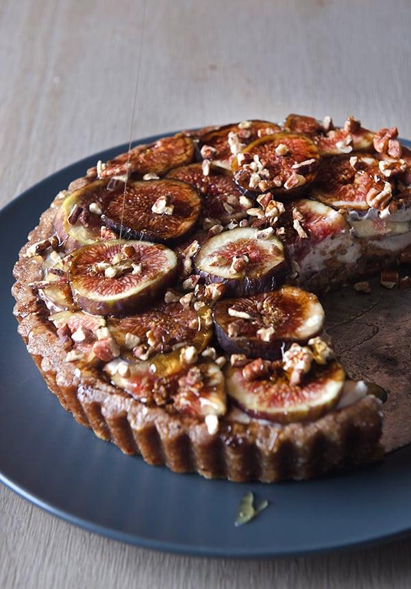 Summer-Fig-Tart_Fresh-figs,-Kefir-Cheese,-Dates,-Pecans-Gluten-free-crust,-free-bake-tart_