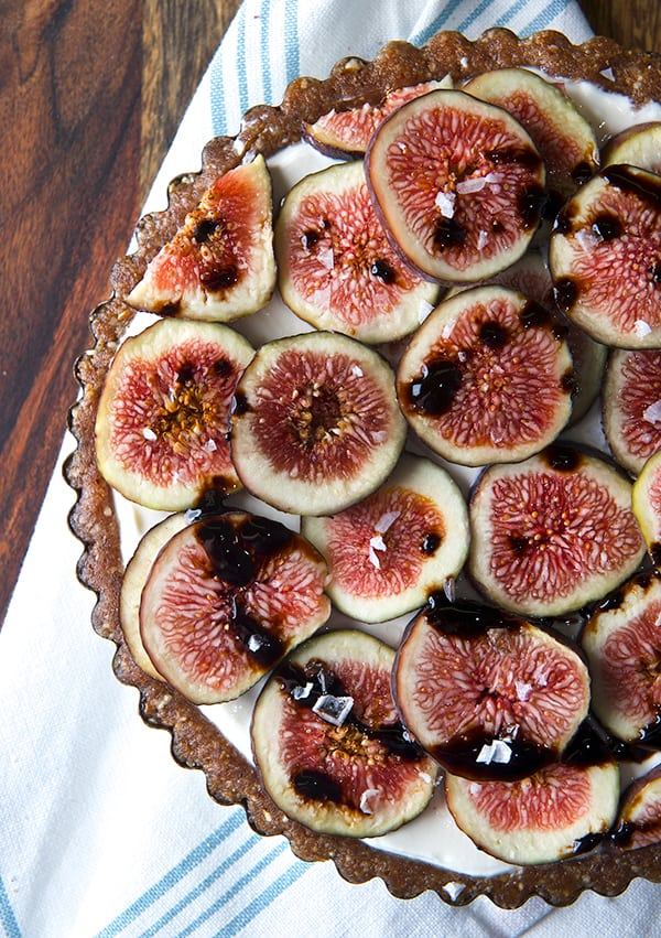 Summer-Fig-Tart_figs-and-nut-crust