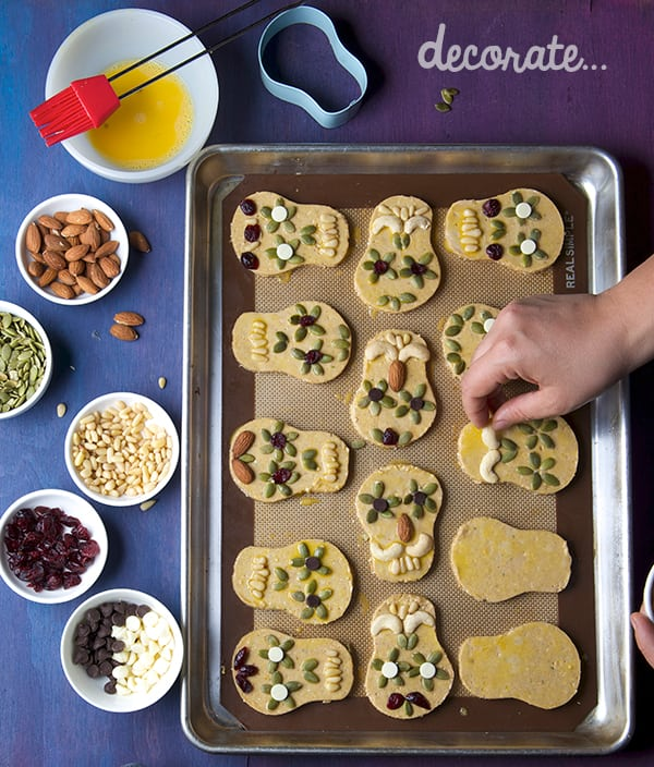Day-of-the-Death_Amaranth-cookies-decorate-with-seeds