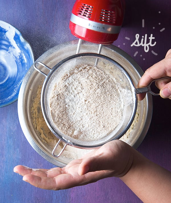 Day-of-the-Death_Amaranth-cookies-sift-the-flours