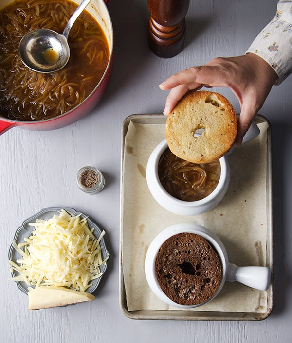 French-Onion-Bagel-Soup_Toasted-bagel